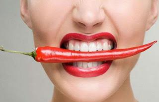 Bahaya dan Tips Meredakan Makanan Pedas di Mulut