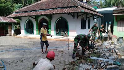 Koramil 09/Pituruh Dalam Mempererat hubungan TNI dengan Rakyat, Mengadakan Kerja Bhakti dan Kegiatan Sosial
