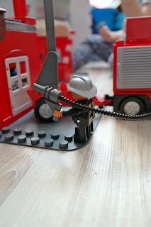 strażak z klocków