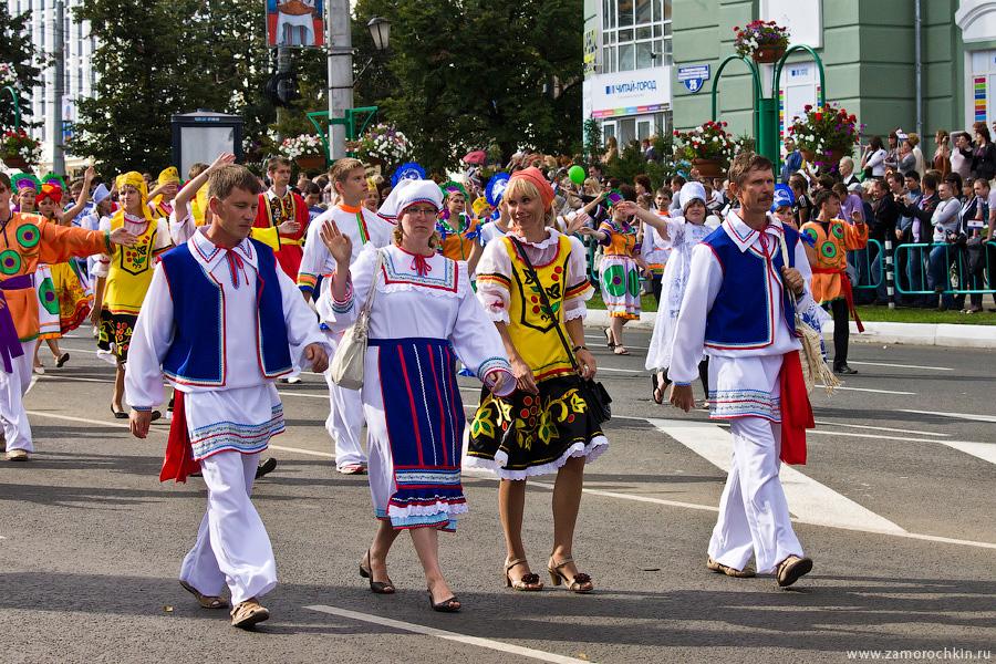 Участники театрализованного шествия 'Все мы - Россия!'. Тысячелетие единения мордовского народа с народами России