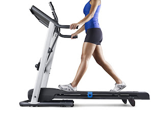 Weslo Crosswalk 5.2T Treadmill, hold on to standard handlebars for a traditional workout, image