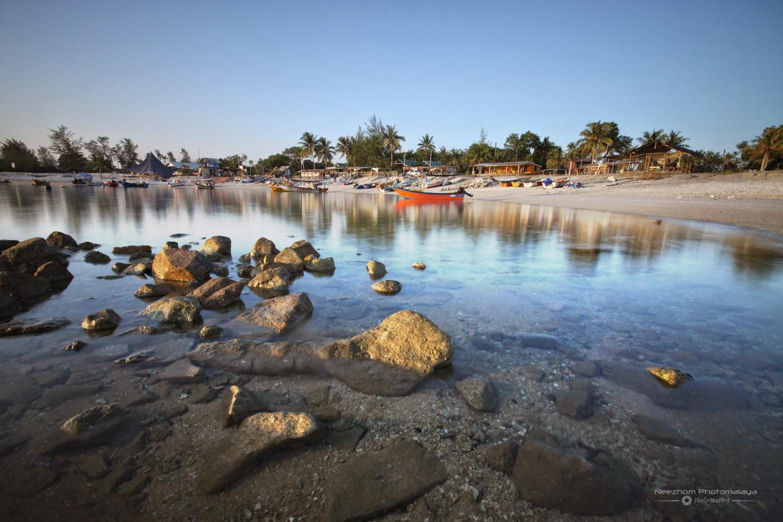 Pantai Tok Jembal dan bot-bot nelayan