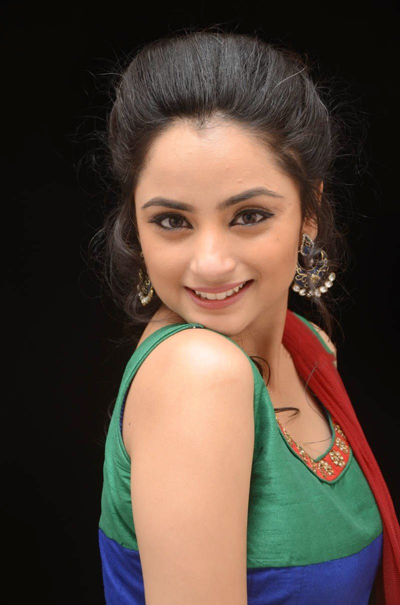 Tv Actress Madirakshi Mundle Hot Smiling Photos