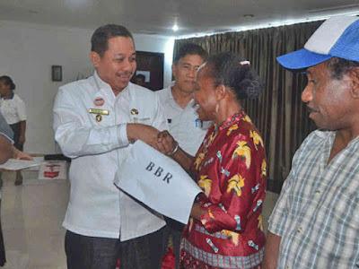 Dinas Sosial Kota Jayapura Bantu Bahan Bangunan ke Warga Miskin