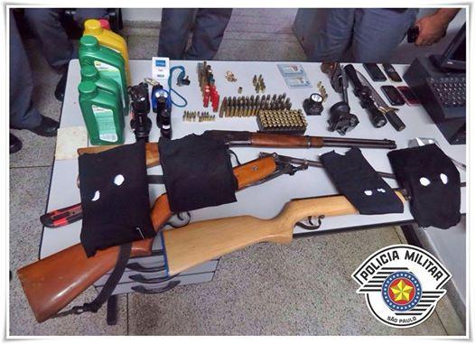 POLÍCIA MILITAR PRENDE QUADRILHA COM ARMAS E MUNIÇÕES APÓS EFETUAREM ROUBO EM BARRA DO TURVO