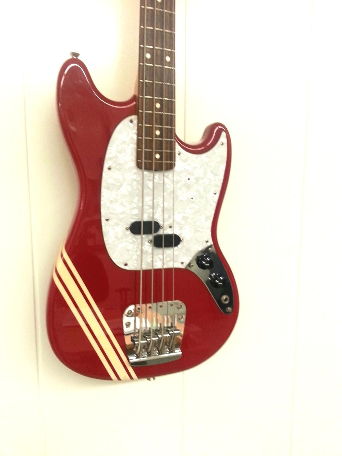 guitar shop barcelona fender mustang bass japan. Black Bedroom Furniture Sets. Home Design Ideas