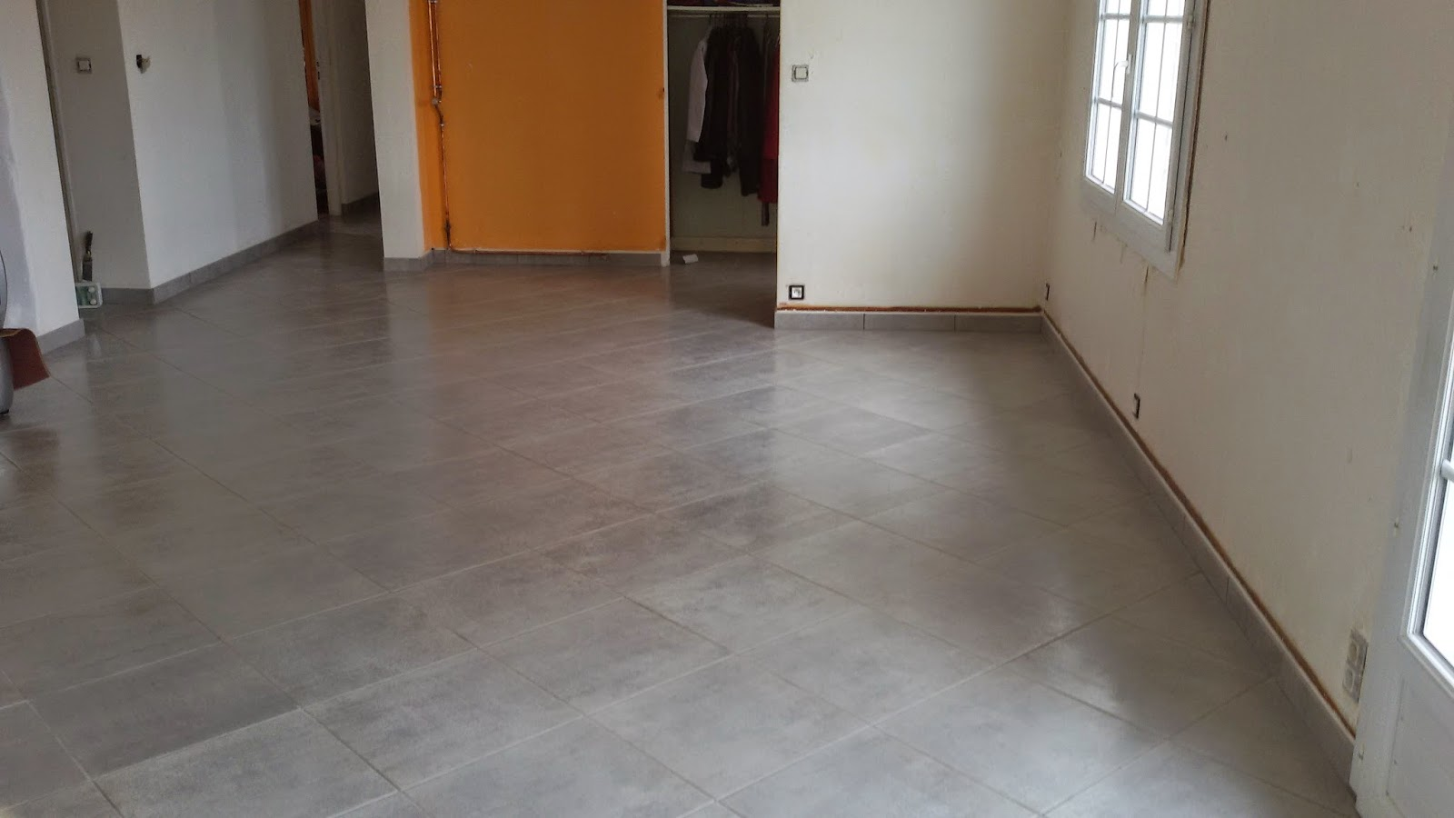 Pose carrelage et parquet 79 pose carrelage maison et for Pose en quinconce carrelage
