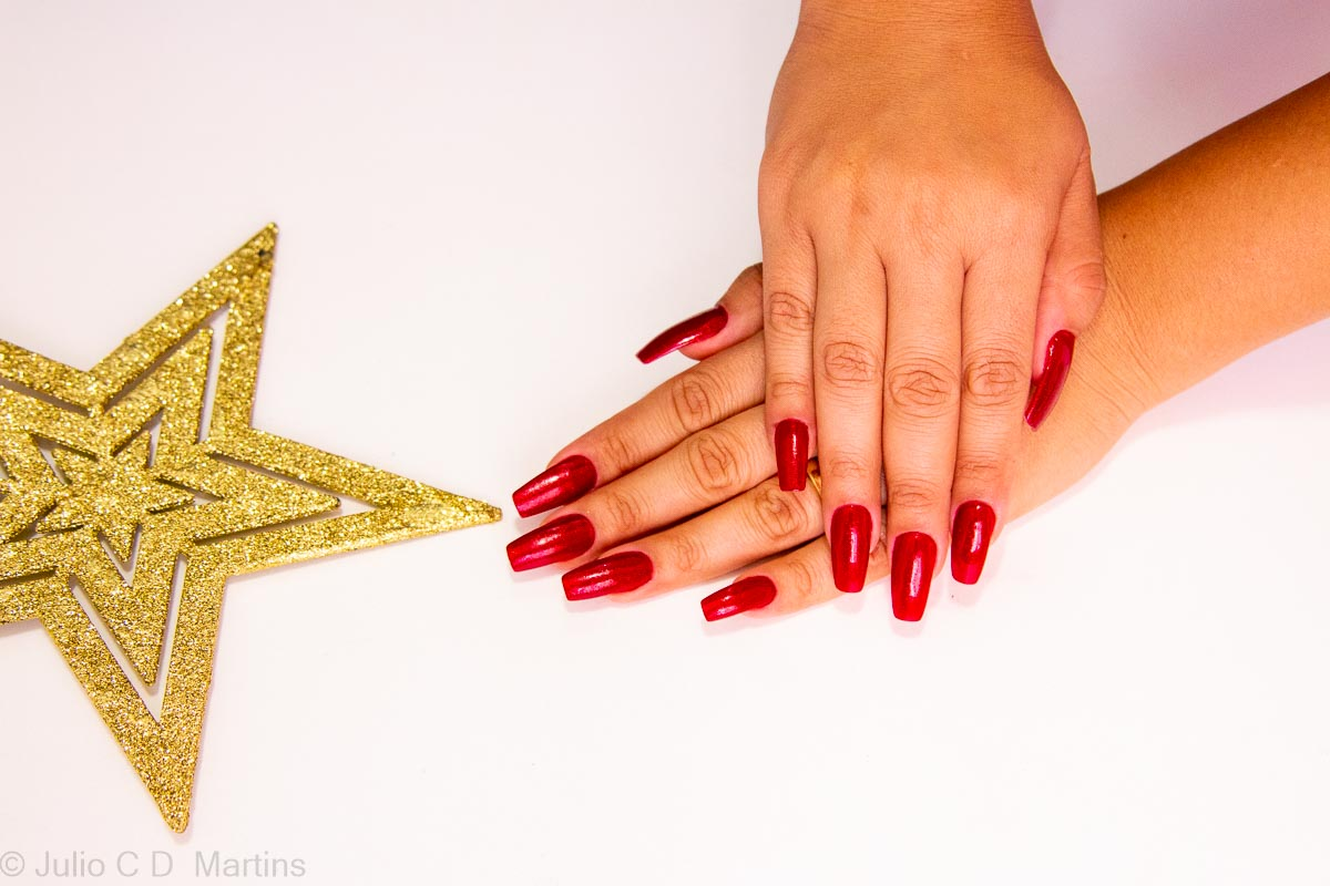 Unhas vermehas para o Natal: Cor Ruby Pumps da China Glaze