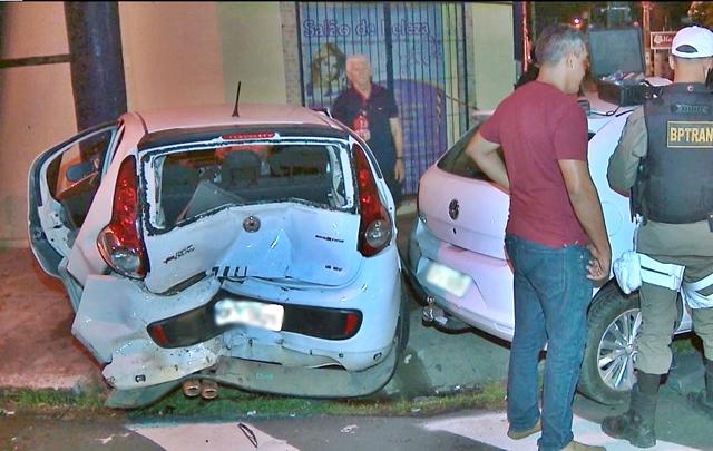 Acidente entre dois carros deixa mulher presa nas ferragens, na capital da PB