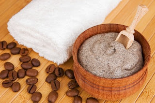 Crème auto-bronzante au café et à l'huile de coco