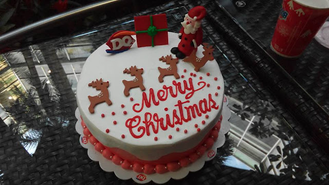 DQ 100% Ice Cream Cake Santa Reindeer Ice Cream cake, with Christmas-themed toppers, 8 inches, Php 749. Best buy it with their styrofoam box!