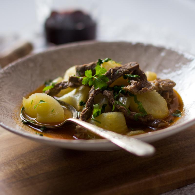 patatas con ternera, plato de cuchara