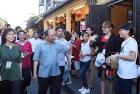 Thủ tướng Nguyễn Xuân Phúc thăm phố cổ Hội An