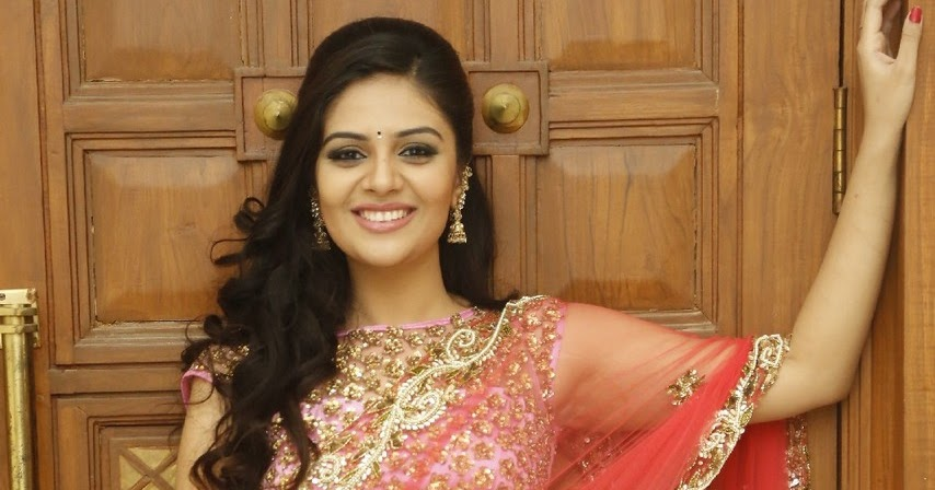 Indian Hot Actress: Srimukhi Spicy Navel Show In Half Saree