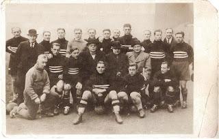 L'Austria a Glasgow contro la Scozia, nel 1933. Sindelar primo da sinistra in piedi.