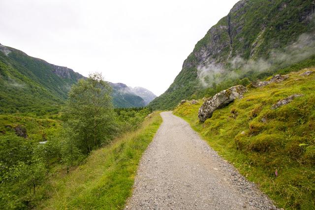 Sentiero per il lago Bondhusvatnet