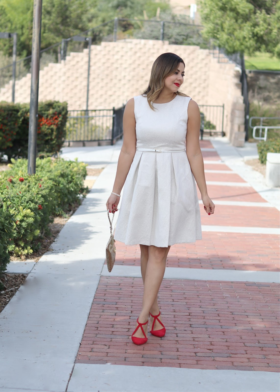 Red Lipstick and red shoes, sparkly earrings, latina fashion blogger