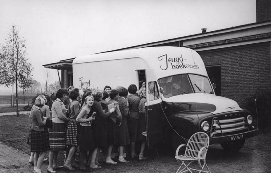Before Amazon, We Had Bookmobiles 15+ Rare Photos Of Libraries-On-Wheels - An Impatient Queue For A Dutch Bookmobile
