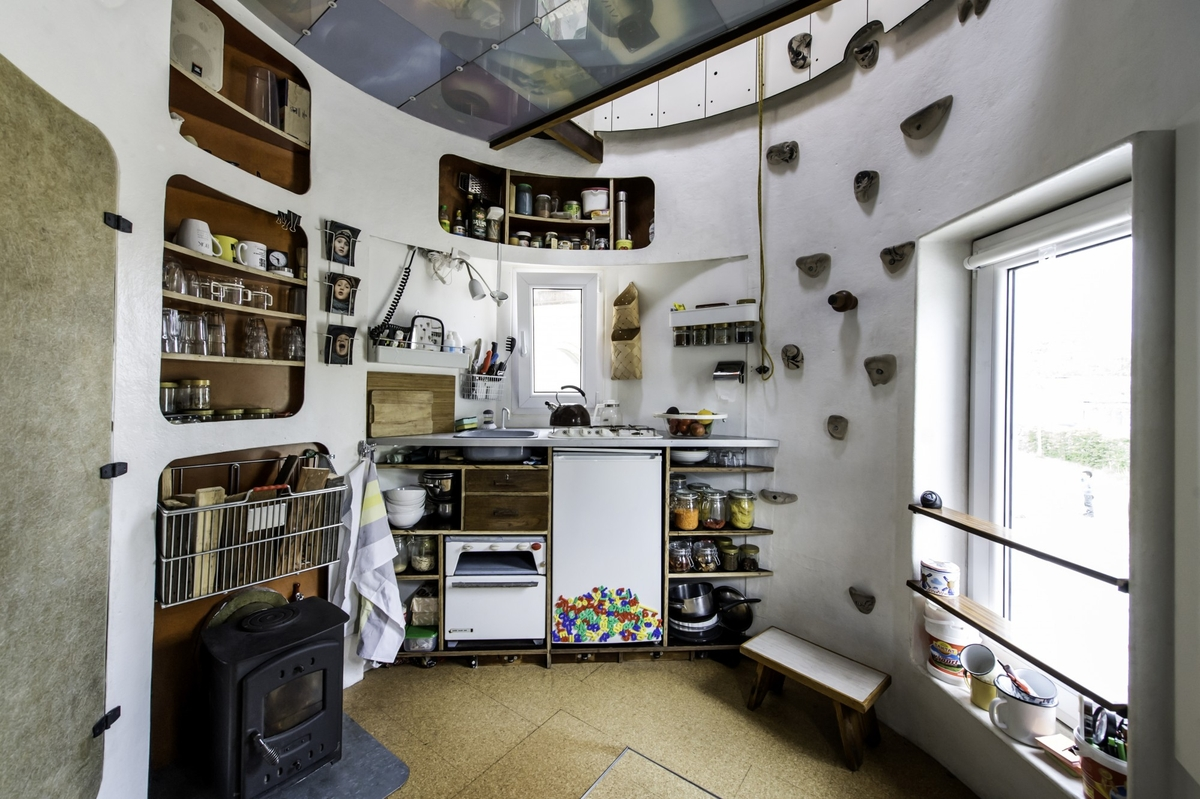 06-Kitchen-Jan-Körbes-REFUNC-Recycled-Silo-Tiny-Home-Architecture-www-designstack-co