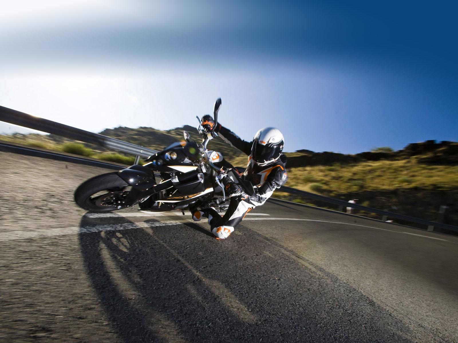 Gambar motor KTM 690 Duke 2011 specifications