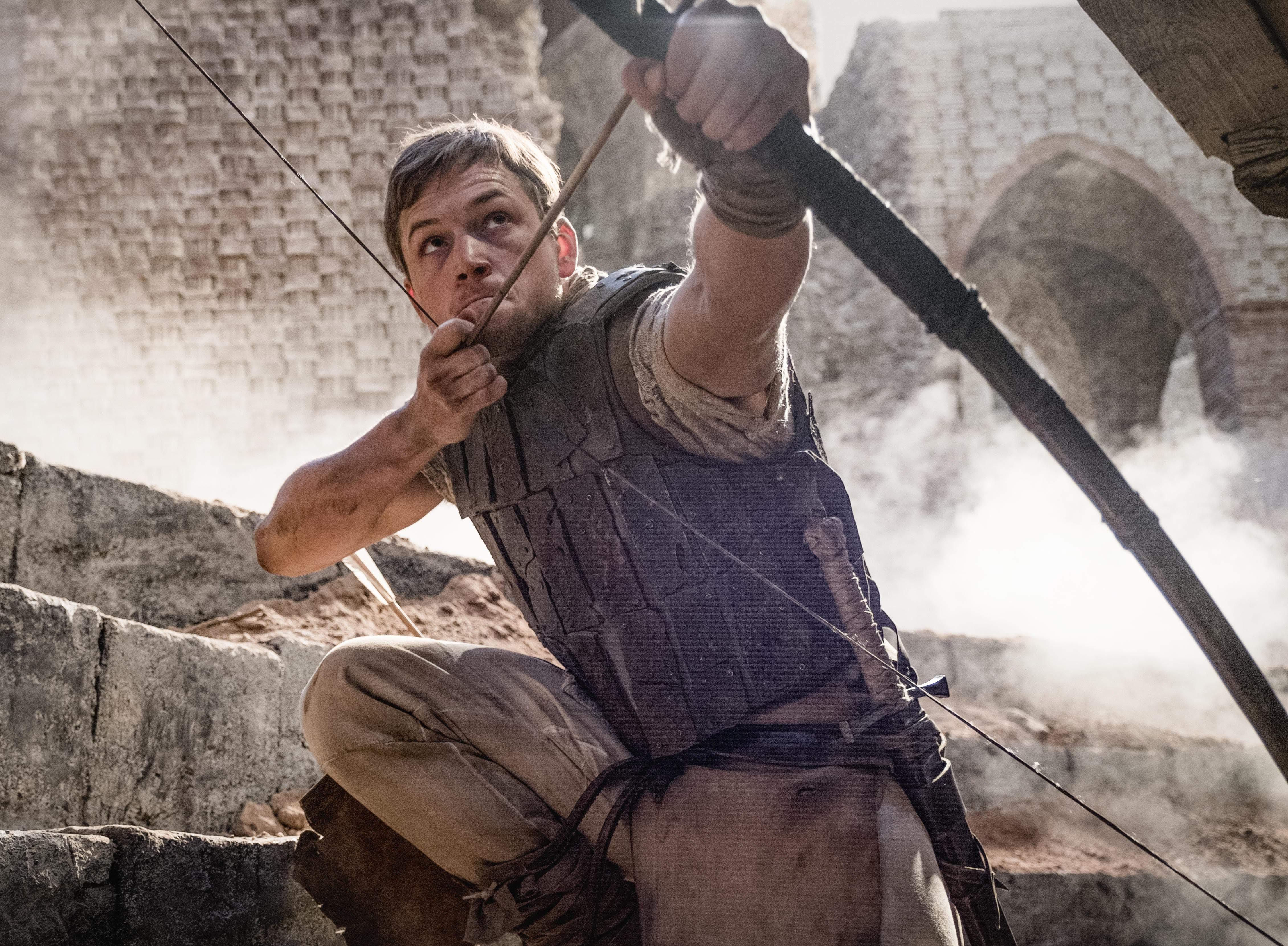Box Office : 11月23日~11月25日の全米映画ボックスオフィスTOP5 - 「キングスマン」で人気のタロン・エッジャートンを主演に起用して、伝説の義賊の古典を流行のヒーロー映画のように仕立て上げた超大作「ロビン・フッド」が見向きもされず、今年2018年を代表する沈没映画として、大コケの惨敗を喫した初登場第7位 ! !