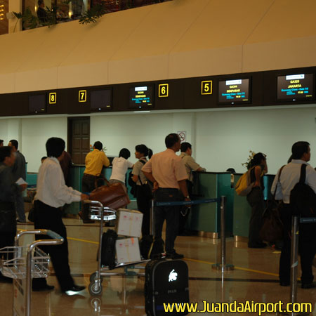 Jelang Natal Tahun Baru Tiket Pesawat Ke Surabaya Naik