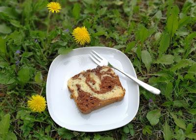 Marmorkuchen mit Milchmädchen und Schokolade