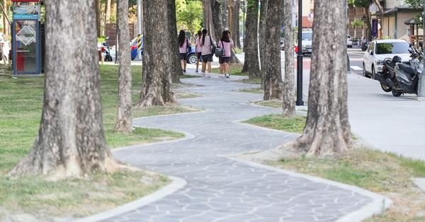 《台中.西區》美術園道行人步道,紆迴曲折的S彎道,回家的路程變遠了