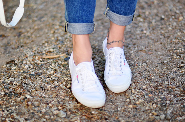 boyfriend jeans, superga sneakers