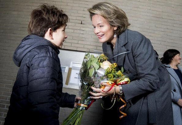 Queen Mathilde visited De Poort Library (Bibliotheek De Poort) in Berchem in the Reading Week