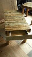mesa con cajon con palets de madera