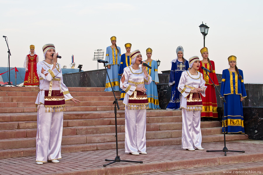 Выступление творческих коллективов на открытии фонтанного комплекса Навеки с Россией в Саранске