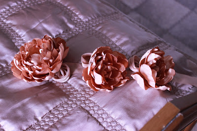 цветы из ткани,  текстильные цветы, пион из лент,  заплатка , красивые цветы, цветы своими руками, настроение своими руками,   спасаем вещи, флористика, текстильные цветы, цветы из лент, пион, пион из лент, мк пион
