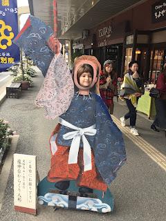 Paula con traje japonés y abanico