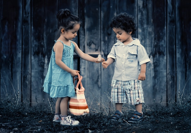 3 Cara Paling Sederhana untuk Ajari Anak Mengalah dan Berempati