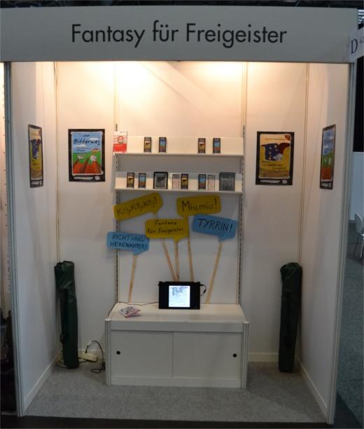 Unser Autorenstand D422 bei der Autorengemeinschaftspräsentation in Halle 5: Fantasy für Freigeister!!!