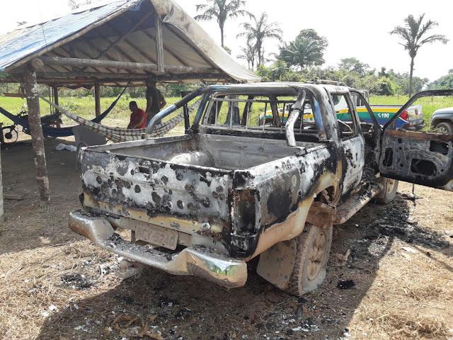 Na bala! Disputa por terras termina com homem morto dentro de saco e camionete incendiada e cravada de balas!