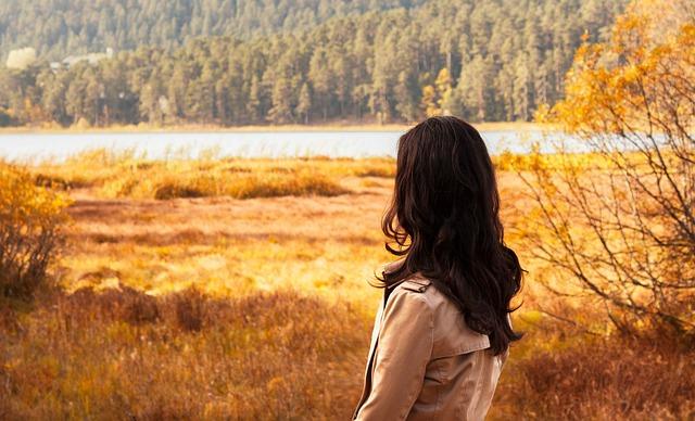 ảnh phụ nữ và mùa thu