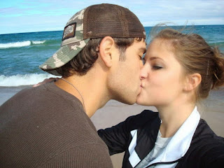 romantic couples boy and girl kissing kiss wallppapers ohots images kiss boy.jpg