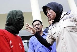 Bapak Bejat Asal Surabaya Ketagihan Bokep, Punya Dua Istri, Masih Cabuli Anak Tiri Hingga 16 Kali