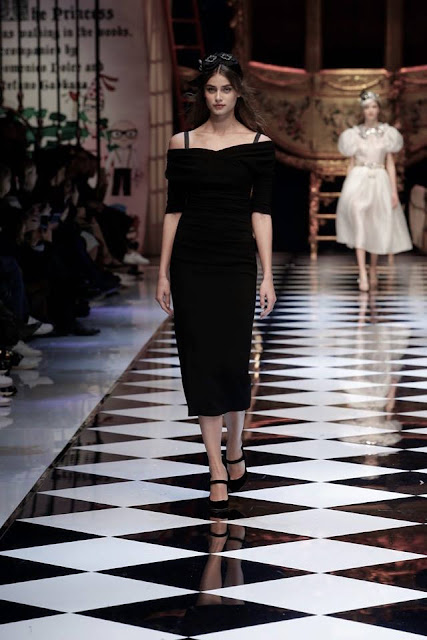 Taylor Marie Hill for Dolce and Gabbana Women's Fall-Winter 2016-17 MFW {Cool Chic Style Fashion}