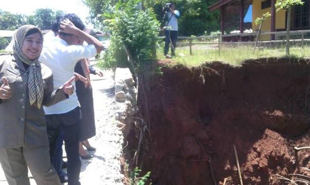 Drainase Jalan Trans Sulawesi di Palopo Ambruk, Rumah Warga Terancam