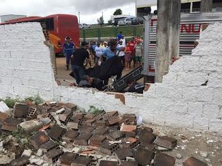 Ciclista morre após se chocar com muro na Paraíba