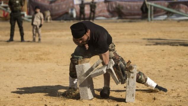 Militantes de Hamas en exhibición