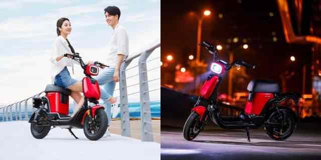 scooter-électrique-avec-des-pédales