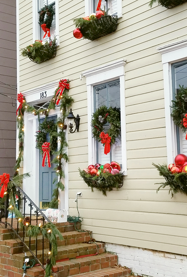 Annapolis, MD Townhome dressed for Christmas with wreaths on windows and window boxes full of ornaments