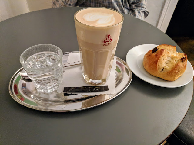 Things to do in Zurich in winter: latte and a bun at Cafe Noir