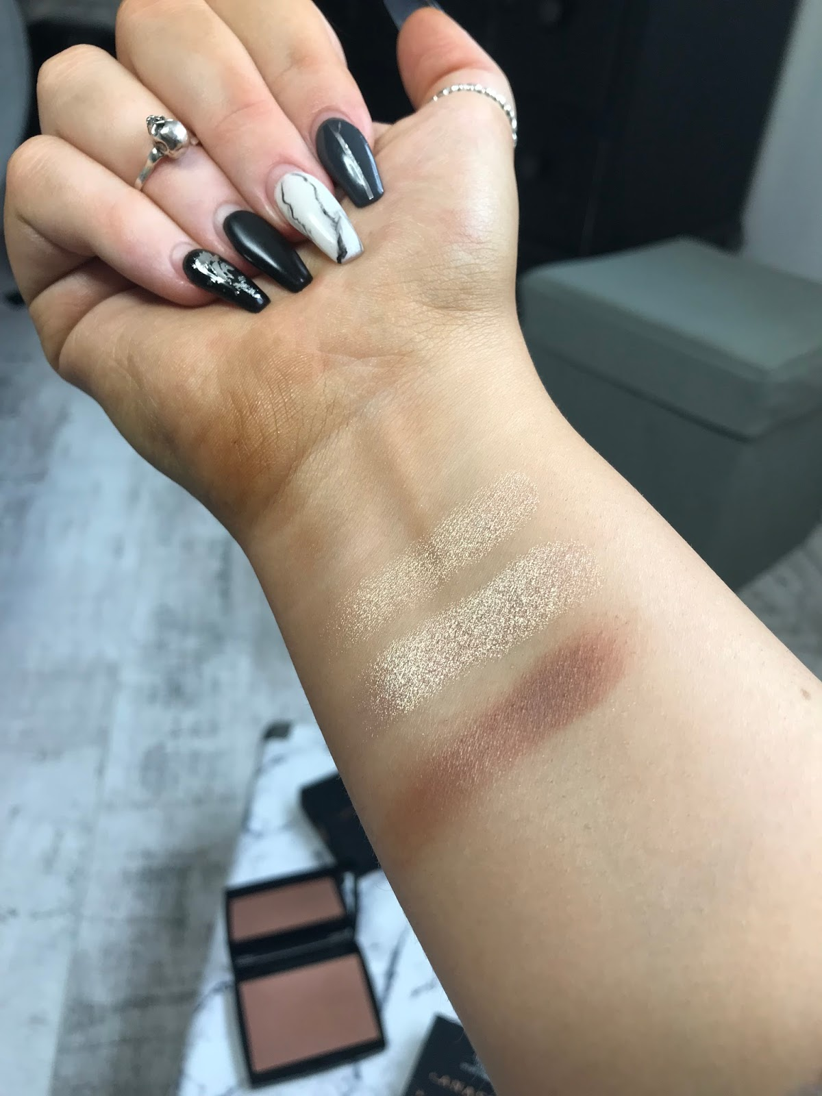 anastasia beverly hills amrezy highlighter swacthes