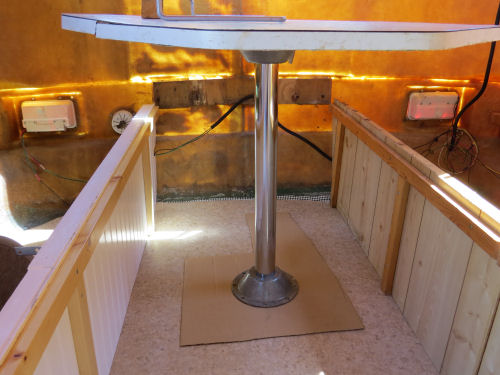 trailer table with a post and flange system