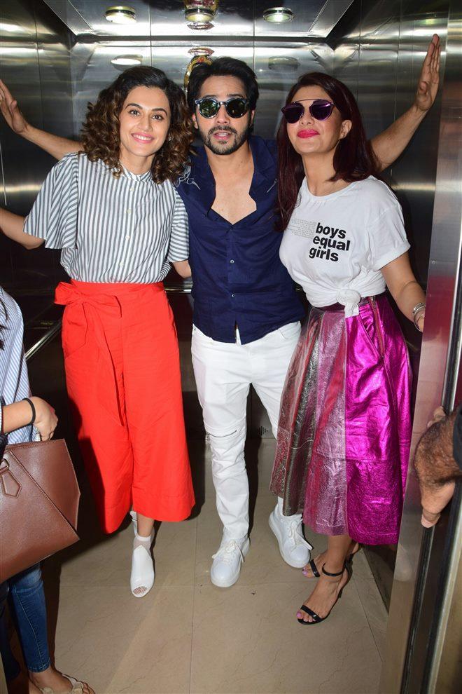 Taapsee, Varun Dhawan & Jacqueline Judwaa 2 Promote At Radio Mirchi In Mumbai